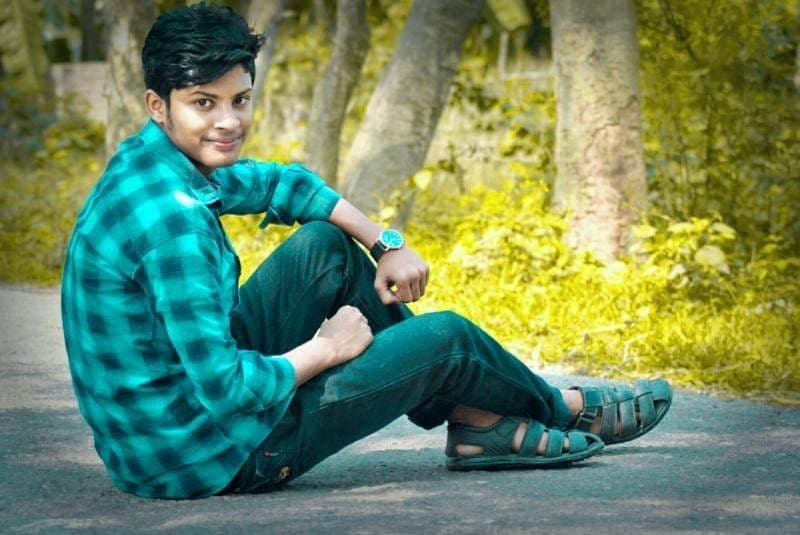 Siam Howlader is an independent Bangladeshi writer. He was born on 25 August 2002. He studied at Fozumiar Hat High School And College of Lakshmipur, Bangladesh. Recently Siam Howlader is viral for his Books and Music.